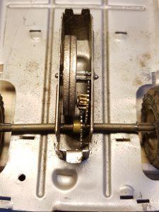 Zahnradgetriebe eines alten Blechspielzeugs