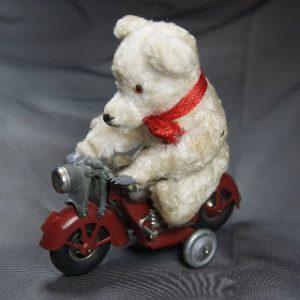 Günthermann Bär auf Motorrad